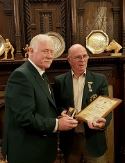 Paul-Maines-SCAA-President-presenting-Doug-Human-with-the-centenary-medal-and-certificate-bowmen-of-danesfield-kevin-king-001